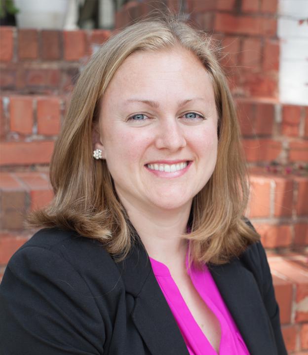 Erin Gregg headshot